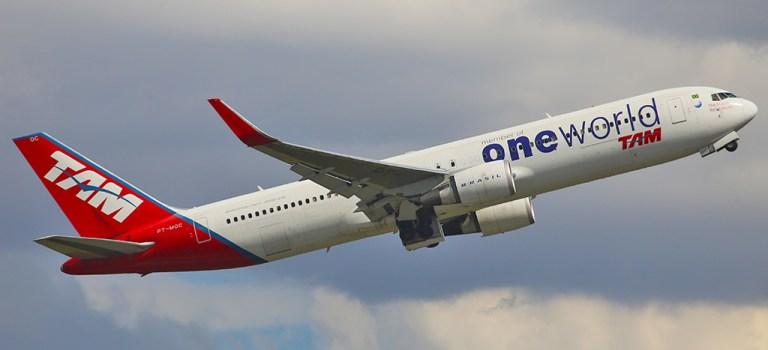 Avião Boeing 767 LATAM oneworld