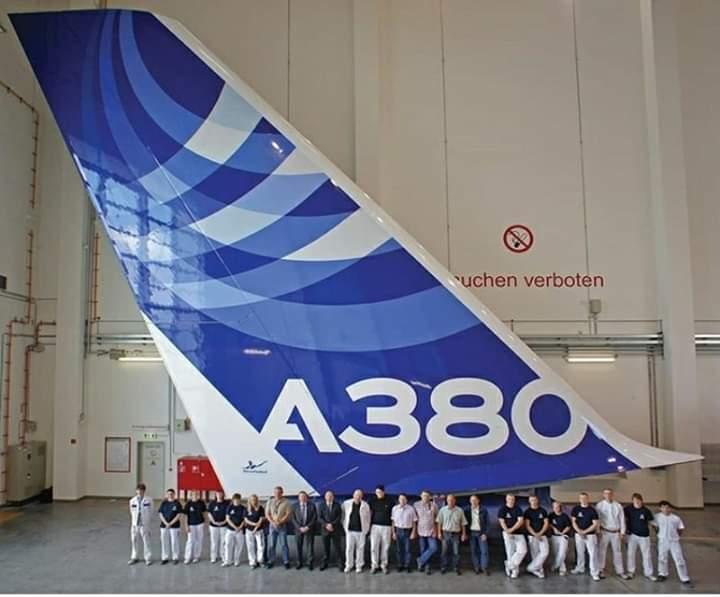 Airbus A380 cauda gigante pessoas
