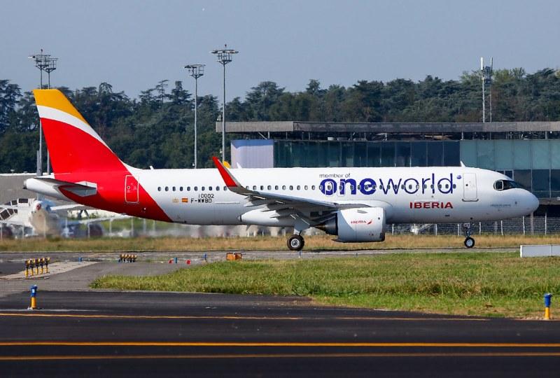 Airbus A320neo da Iberia na pintura oneworld: jato é o primeiro A320 com número de série 10.000