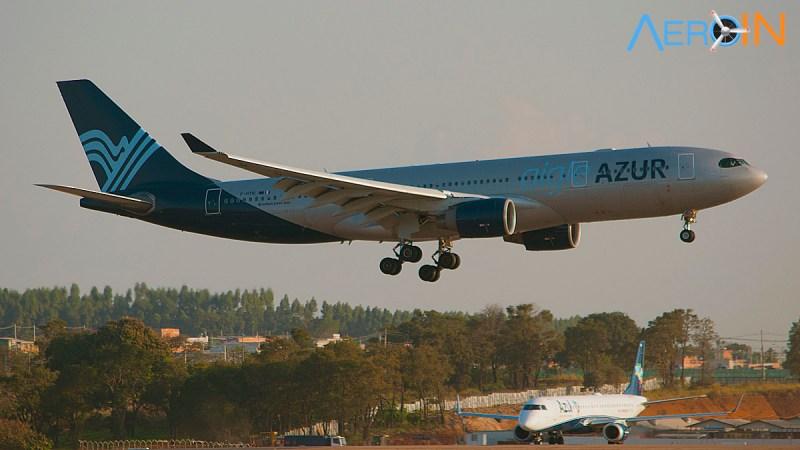 Airbus A330 da Aigle Azur pousa em Campinas enquanto um Embraer da Azul aguarda autorização para decolagem