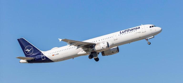 Avião Lufthansa Airbus A321 Decolagem