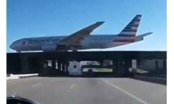 Vídeo American 777 sobre rodovia veículo