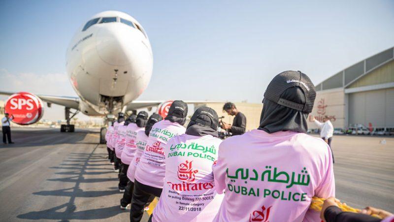 Policiais mulheres Dubai Guiness Recorde Avião 777 2018