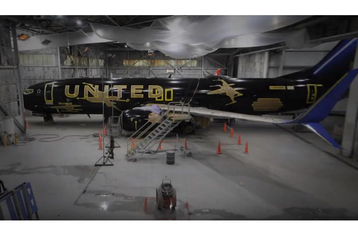 United Airlines mostra como pintou Boeing 737 mais bonito da atualidade, veja a filmagem! - AEROIN