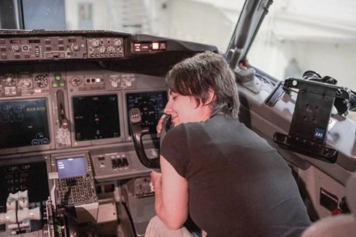 Mulher Namora Boeing 737 Casamento