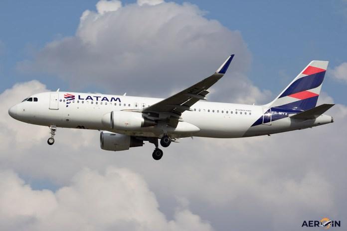 Avião Airbus A320 LATAM Brasil
