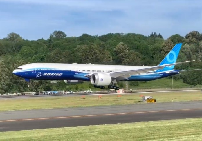 Vídeo Boeing 777X Pouso Boeing Field