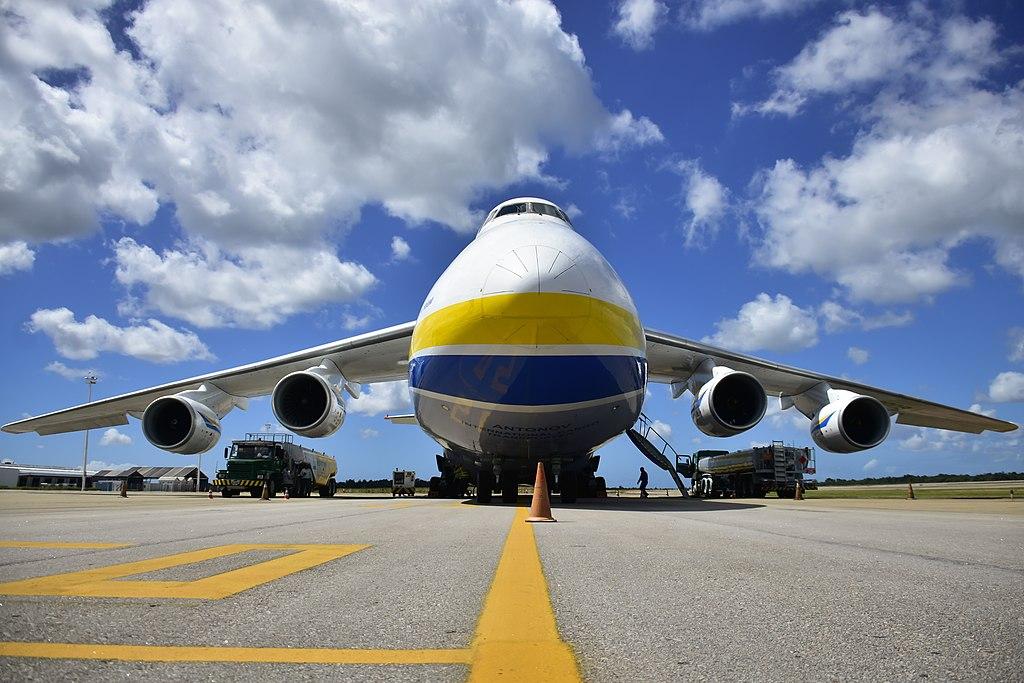 Avião Antonov AN-124