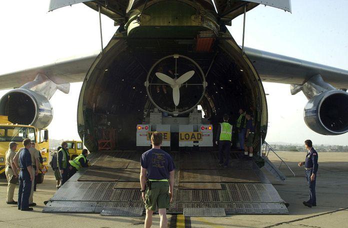 Avião Antonov AN-124 Embarca DSRV-1 Mystic