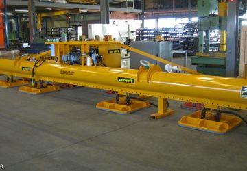Met dit vacuüm heftoestel van Aerolift worden staalplaten gehandled op een scheepswerf