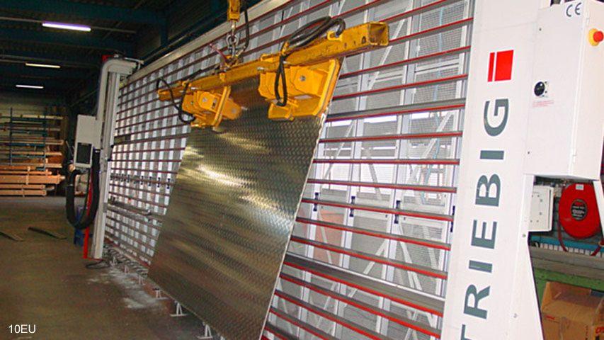 Dit vacuüm heftoestel van Aerolift wordt gebruikt voor het beladen van een verticale zaagmachine