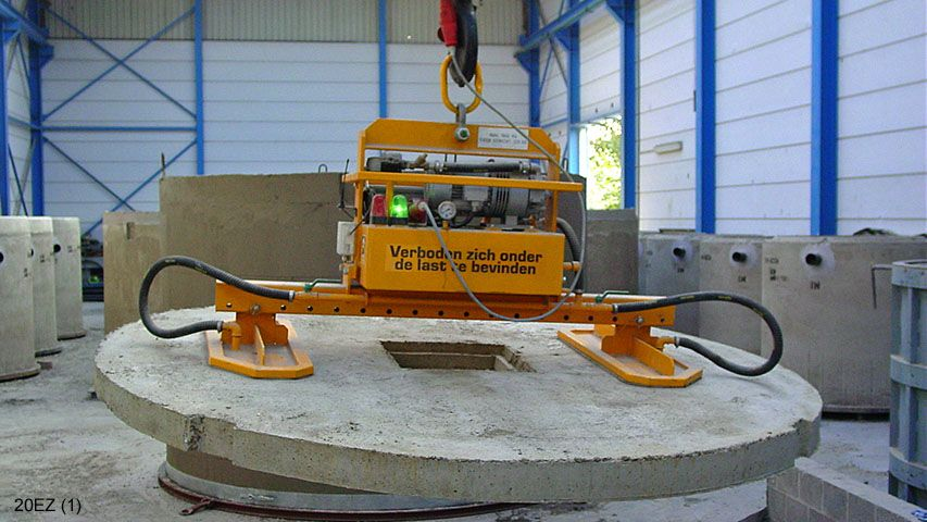 Vacuum lifter used to handle sewer manholes of septic tanks.
