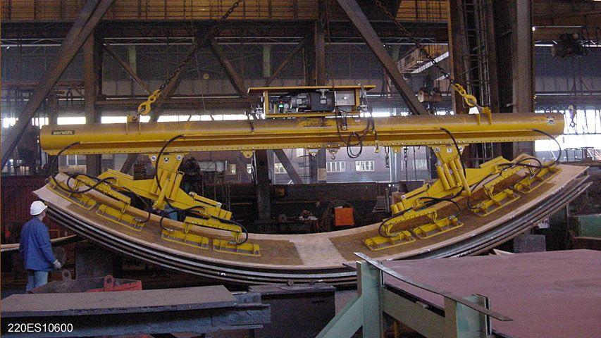 Dit vacuüm heftoestel is speciaal ontworpen voor het handlen van vlakke en gewalste staalplaten