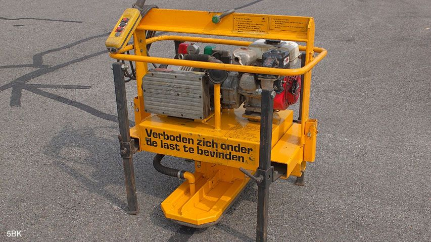 Small vacuum lifter to handle products with a weight up to 500kg