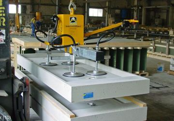 Vacuum lifter to handle very smooth concrete, plastic and production molds