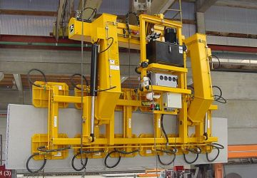 Vacuum lifter of Aerolift to lift and turn wall elements with windowframes and doorframes