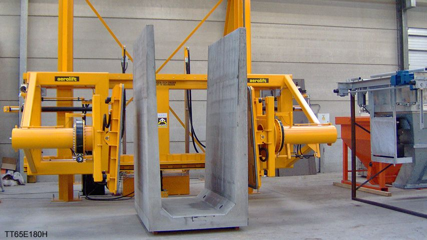 This vacuum lifter of Aerolift can handle U-shaped elements, T-beams and retaining walls