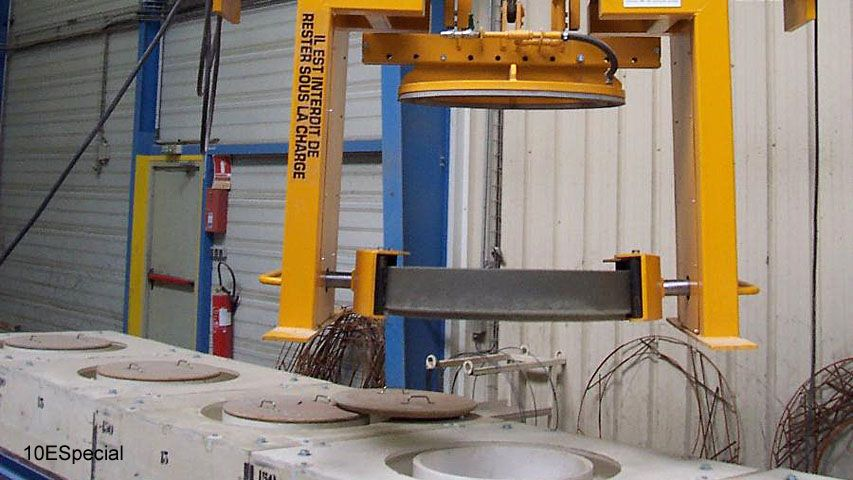 Vacuum lifter of Aerolift which demould, turns and handles eccentric concrete rings