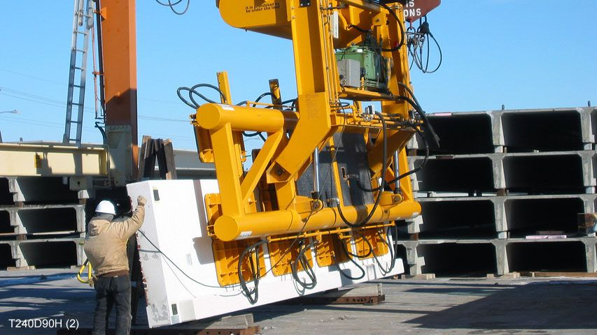 Vacuum lifter of Aerolift to lift and turn concrete elements 90 degrees