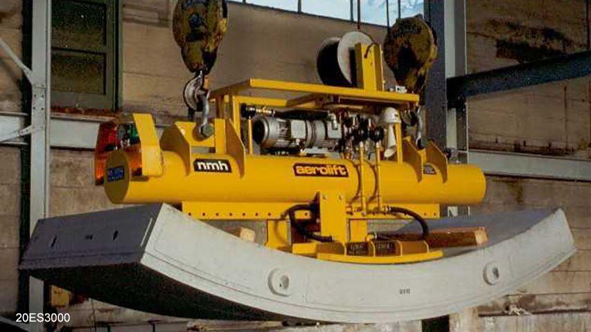 Vacuüm heftoestel voor het handlen van gekantelde tunnelelementen