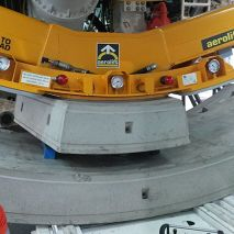 Aerolift vacuum lifter to handle concrete segments and keystones inside the TBM