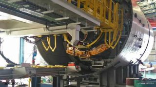 Aerolift vacuum lifter as part of the erector inside a TBM