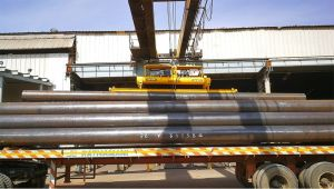 Aerolift vacuum lifter to handle steel pipes