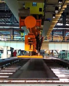 Intelligent heavy-duty transport system for steel plates