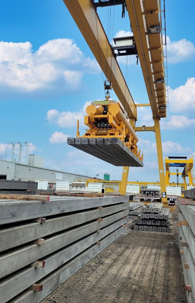 Vacuum lifter for concrete piles