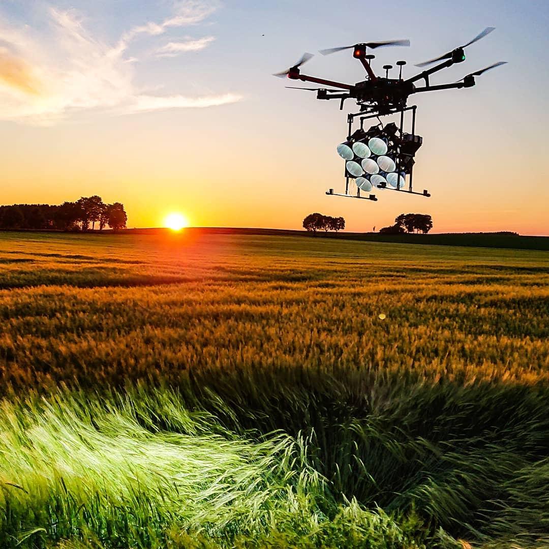 MovingLight LED Drohne 150.000 Lumen 300.000 Lumen suchscheinwerfer Helikopter Profi Drohne Setbeleuchtung Filmcrew
