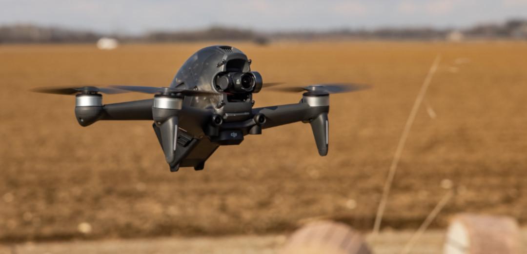 DJI FPV Drohne Aerolution.tv Drohnenpilot Fahraufanhemne Cablecam