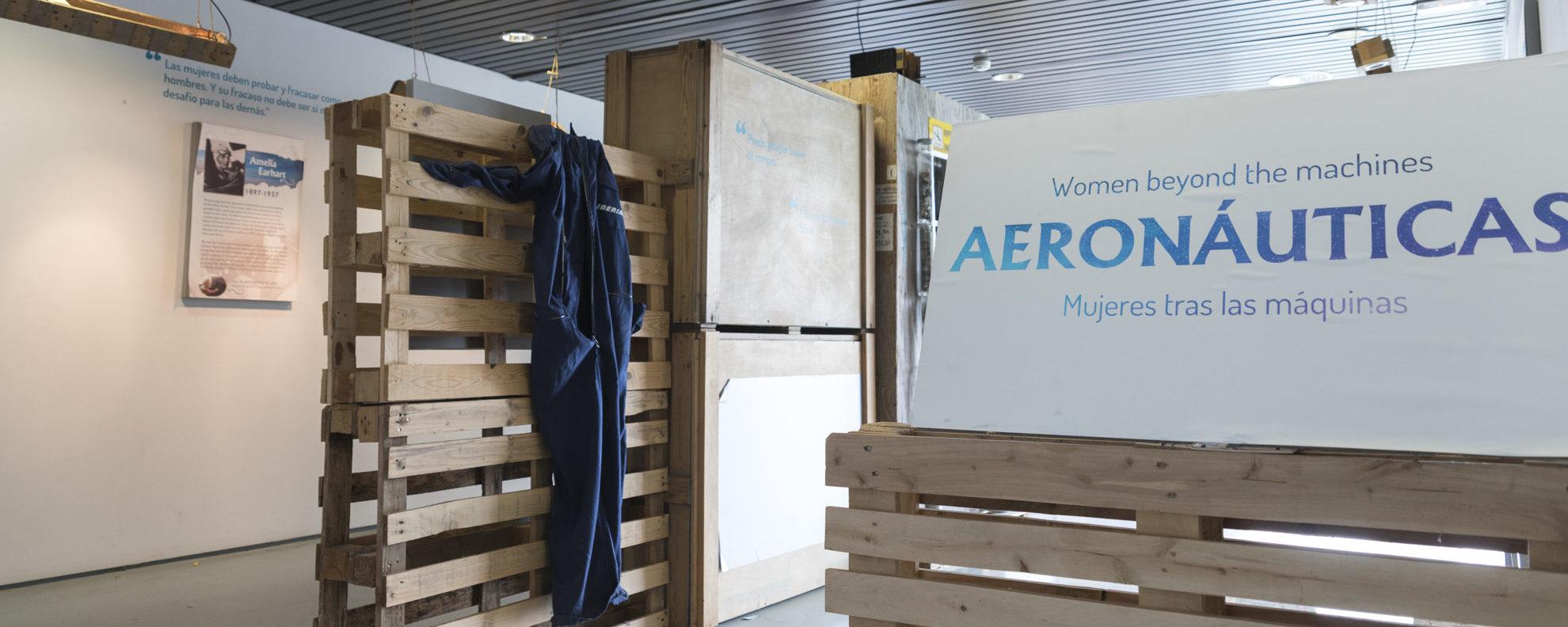 Expo Aeronáuticas-Mujeres tras las máquinas