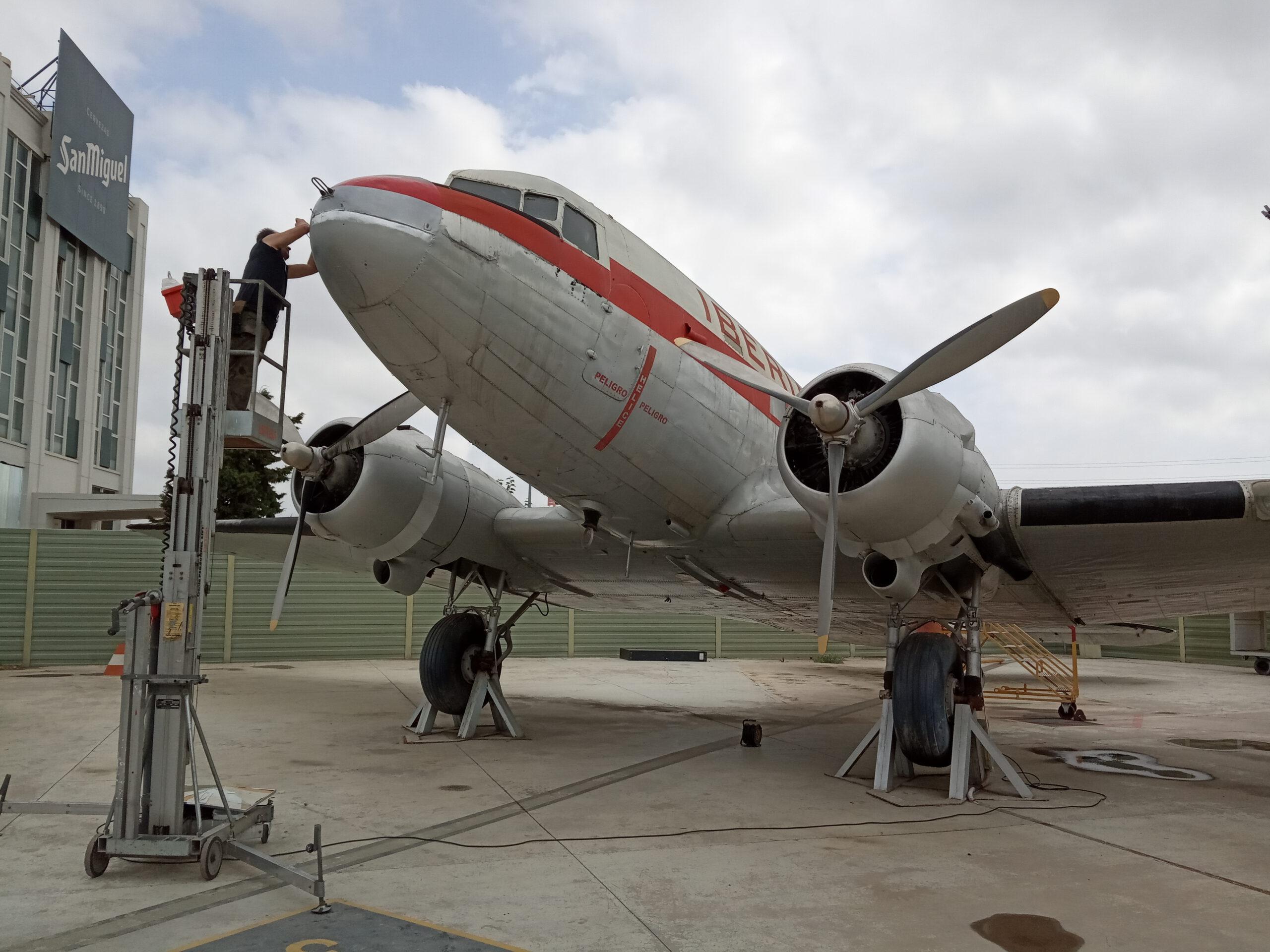 Reparación radomo de nuestro DC3