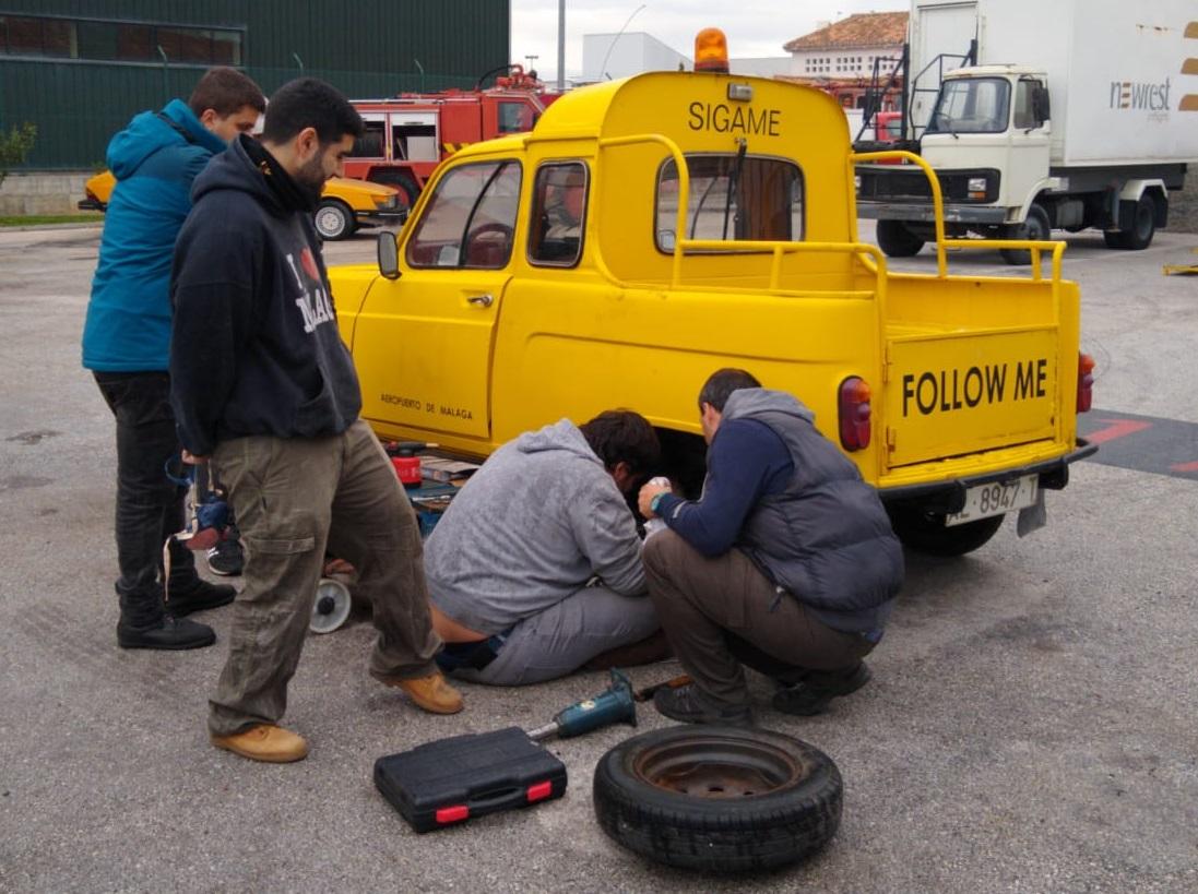 Restauración Renault 4 señaleros