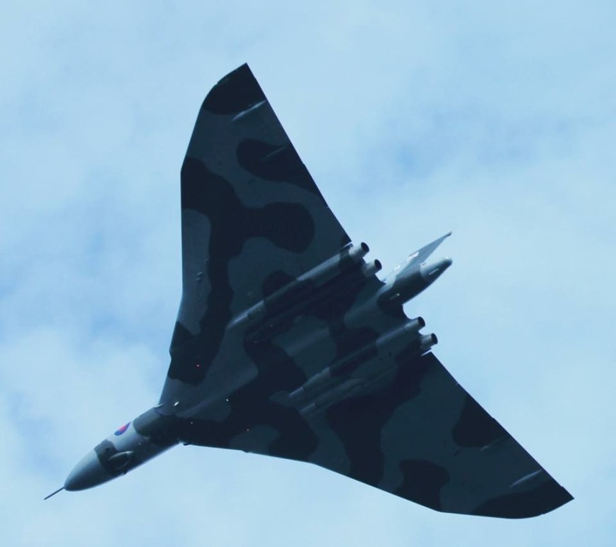 © June Pennell - Old Sarum 12 September 2015 - Vulcan XH558 Image Wall