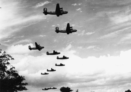 © Roger Freeman Collection / http://www.americanairmuseum.com - A formation of B-24 Liberators of the 93rd Bomb Group - 93rd Bomb Group Museum