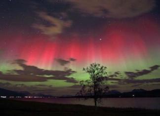 Red Green Aurora Picture