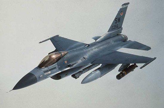 https://i2.wp.com/www.aerospaceweb.org/aircraft/fighter/f16/f16_06.jpg