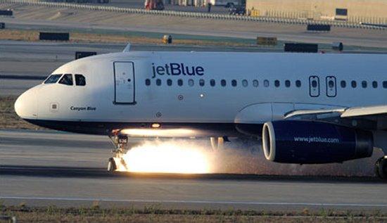 https://i2.wp.com/www.aerospaceweb.org/aircraft/jetliner/a320/a320_emergency_04.jpg
