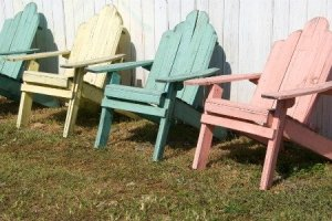 Beach Cottage variant of Shabby Chic. Image: http://www.doityourself.com/stry/shabby-chic-painted-furniture-3-colors-to-stick-to#b