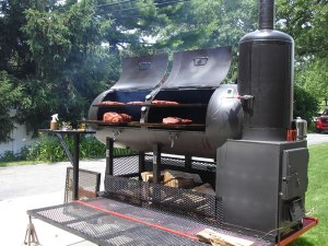 Offset Smoker (source: http:/ /www.thesmokerking.com/page4.html)