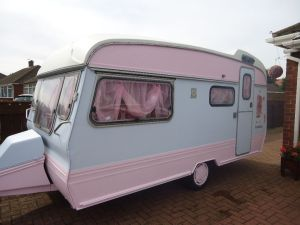 Shabby Chic camper for sale. image: http://www.postadsuk.com/beautiful-shabby-chic-caravan-north-yorkshire_331236-4.html