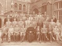 Album : 1955 1955 B Rhétorique B 1954-1955. 3e rang à droite : Daniel Crucq 1e rang à droite : Georges Ponette - Paul Walckiers.