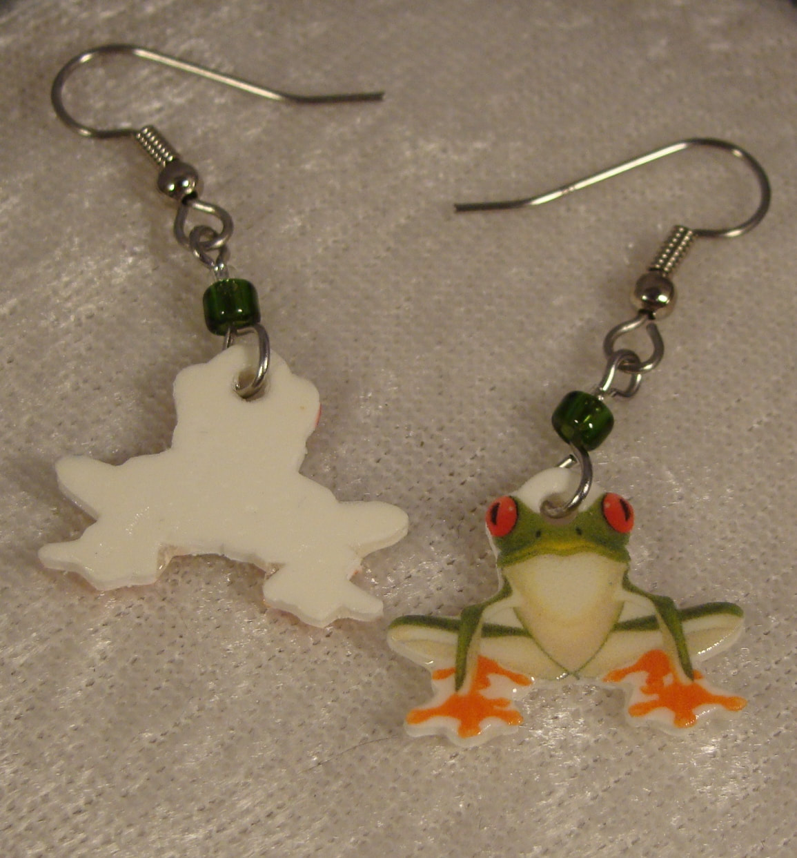 Tree Frog Dangle Earrings