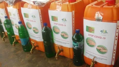 Kits et bidons hydroalcooliques distribués aux OP