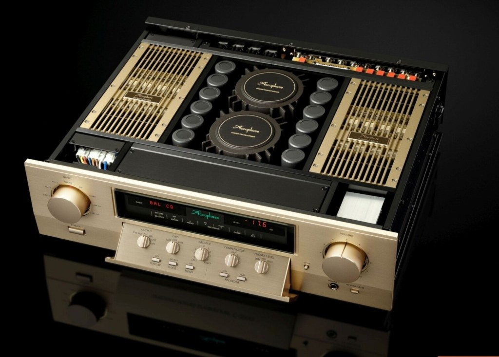 Accuphase C3900: preamplificatore extralusso dall'anima analogica