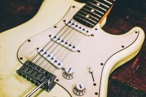 Simulare il suono di una chitarra virtualmente