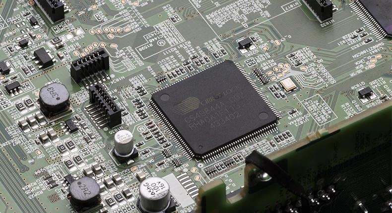 Sintoamplificatore denon_AVR-X2300W_interno_chip 005