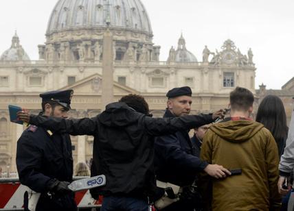 """Vaticano: ignora l'Italia e si tiene i soldi """"sporchi"""""""