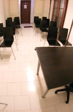Napoli aula corsi sala riunioni 16 posti euro 49 al giorno